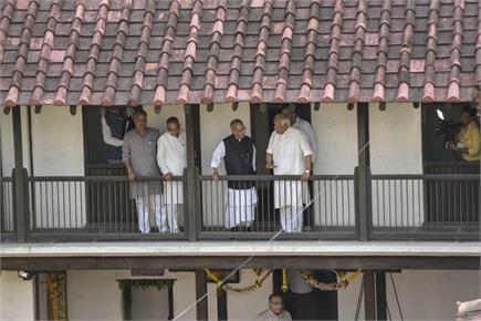 RSS के मुख्यालय में प्रणब मुखर्जी, मोहन भागवत ने किया स्वागत