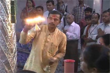 चैत्र नवरात्रि के पहले दिन प्रयागराज के देवी मंदिरों में उमड़ी भक्तों...