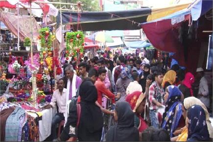 प्रयागराज के बाजारों में दिखी ईद की रौनक, बढ़ती महंगाई के बावजूद...