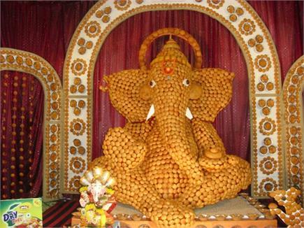 महाराष्ट्रः 10,000 गोलगप्पों से बनाई गई 10 फीट ऊंची गजानन की प्रतिमा