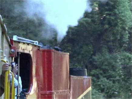 कालका-शिमला हैरिटेज ट्रैक पर दौड़ा 113 साल पुराना स्टीम इंजन (PICS)