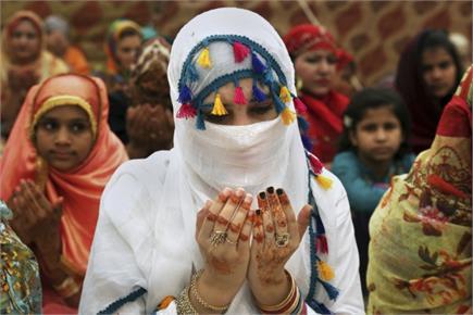 तस्वीरों में देखिए दुनियाभर में मना ईद का जश्न, लोगों ने एक-दूसरे को...