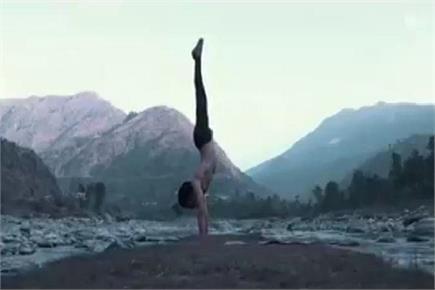 तस्वीरों में देखिए, पशुओं को चराते-चराते यह शख्स बना योग गुरु