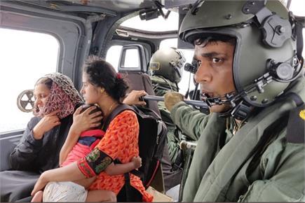 केरल में देवदूत बनकर आई सेना, बचाई सैंकड़ों लोगों की जान