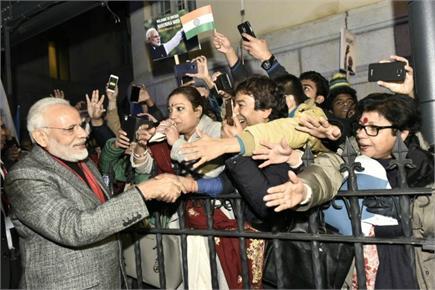 स्वीडन PM ने प्रोटोकॉल तोड़ किया PM मोदी का स्वागत, एयरपोर्ट पर लगे...