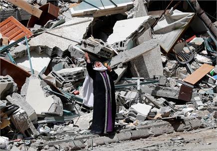 इजराइल-फिलीस्तीन युद्ध की तस्वीरें-भयंकर तबाही और  बेबस इंसान...