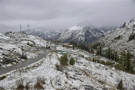 कश्मीर में 9 साल बाद नवंबर के पहले हफ्ते में भारी बर्फबारी, यातायात...