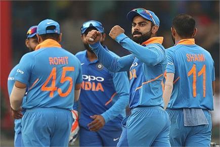 प्रयागराज: पान की गिलौरियों में उतरा क्रिकेट का रंग, देखें तस्वीरें