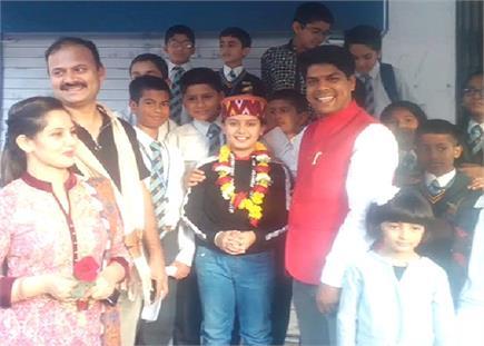 इंडियाज बेस्ट ड्रामेबाज सोहम के सोलन पहुंचने पर SP ने लिया ऑटोग्राफ...