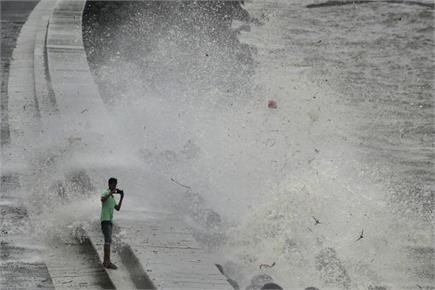 बारिश रूकने पर लोगों ने ली राहत की सांस, पटरी पर लौटी मुंबई