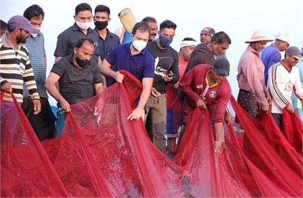 केरल: समुद्र में मछली पकड़ने पहुंचे राहुल गांधी