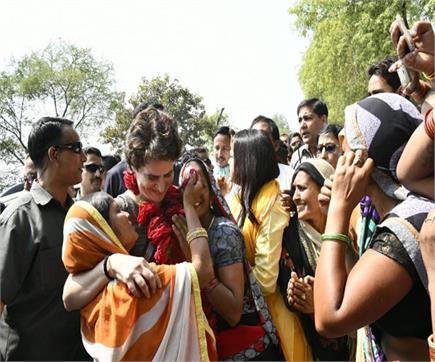 अयोध्या पहुंची प्रियंका गांधी ने किया हनुमानगढ़ी का दर्शन