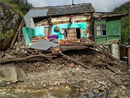 केरल में बारिश और भूस्खलन से भारी तबाही, राहत बचाव के लिए डटी सेना