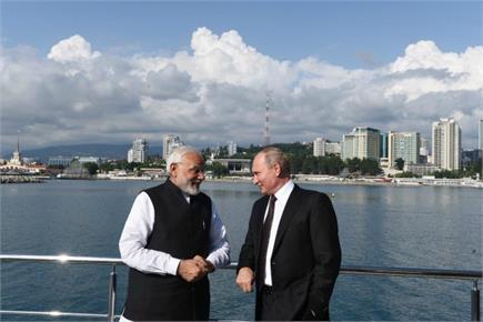 मोदी ने पुतिन के साथ की नाव की सवारी, रूसी राष्ट्रपति ने पीएम के लिए...