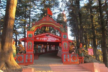 आज भी इस मंदिर में वानर कर रहें हैं हनुमान जी का इंतजार