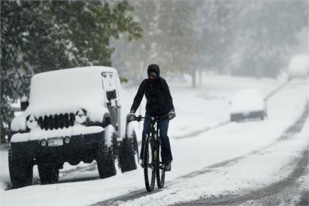 कश्मीर: बर्फबारी से गुलजार हुईं गुलमर्ग की वादियां, लोगों ने उठाया...