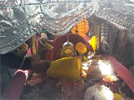 रेणुका मेले के शुभारंभ पर शाही परिवार ने निभाई परंपरा, तस्वीरों में...