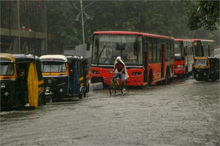 Pic of the day: भारी बारिश से थमी मुंबई, अमरनाथ यात्रा के लिए पंजीकरण...