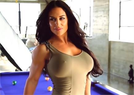 32 साल की हुई WWE की HOT रैसलर कैटलिन, देखें तस्वीरें