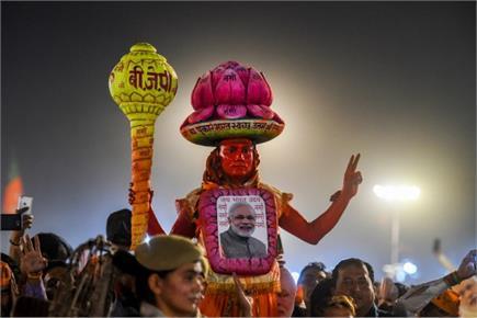 PM मोदी के लिए लोगों का क्रश, दिल्ली रैली में इस अंदाज में पहुंचे...