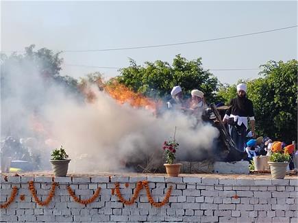 किसानों के लिए कुर्बानी देने वाले संत बाबा राम सिंह पंचतत्वों में हुए...