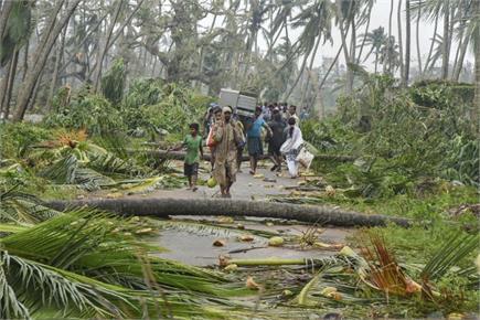 तितली तूफानः पीछे छोड़ गया तबाही के निशान, सड़क पर पलटे ट्रक व घर गिरे