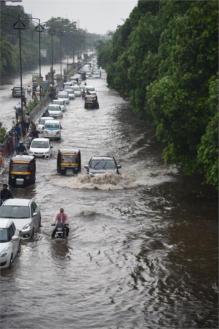 बारिश से बेहाल लुधियाना(फोटो- विजय)