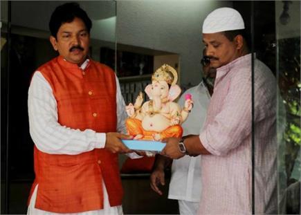 गणेश चतुर्थी: मूर्ति स्थापना में मुसलमान भी हुए शामिल, नाच-गाकर बप्पा...