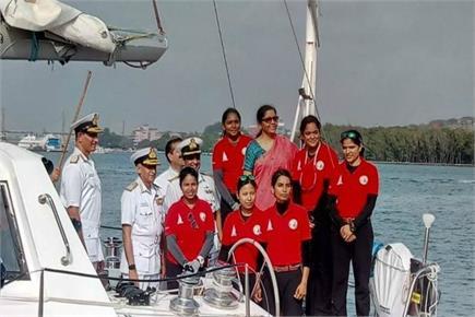पूरे विश्व का चक्कर लगा लौटी नौसेना की जाबांज महिलाएं, रक्षा मंत्री...