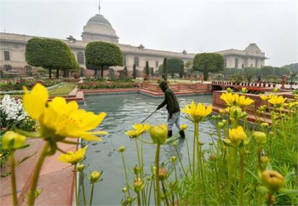 खुल गया मुगल गार्डन, हजारों किस्म के फूल और पौधों ने मोहा लोगों का दिल