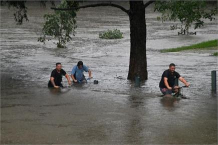 ऑस्ट्रेलिया में बाढ़ ने तोड़ा 100 साल का रिकॉर्ड, आधी रात को घर...