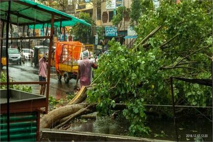 चक्रवाती तूफान फेथाई आंध्र में मचाई तबाही, दार्जिलिंग में 100 पर्यटक...