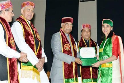 हिमाचल दौरे पर आए राष्ट्रपति ने छात्रों को बांटे गोल्ड मैडल (Watch...