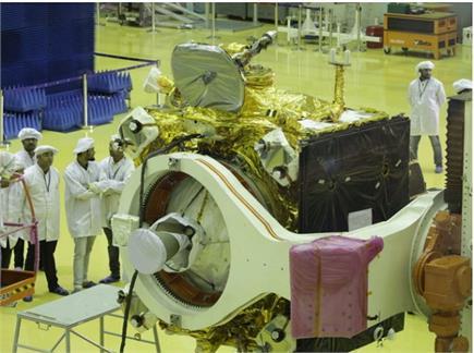 ISRO ने दिखाई चंद्रयान-2 की पहली झलक, गुजरात की तरफ बढ़ा चक्रवात...