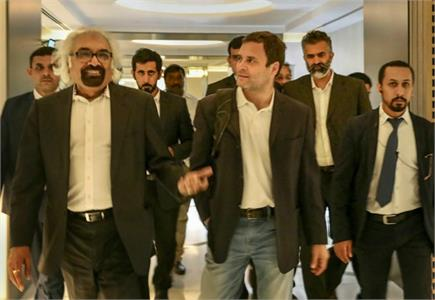 UAE में दिखा राहुल गांधी का क्रेज, लोगों में सेल्फी लेने की लगी होड़