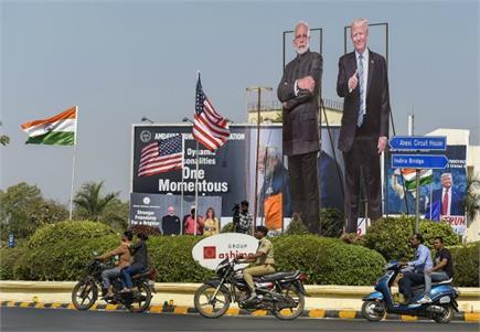 ट्रंप के welcome के लिए भारत तैयार...अहमदाबाद से लेकर आगरा तक लगे...