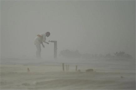 Photos of the Week- संपादक बुखारी के जनाजे में उमड़ी भीड़, धूल भरी...