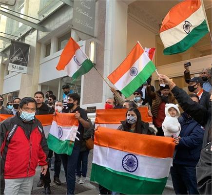 कनाडा में  भारतीय प्रवासियों की तिरंगा यात्रा रैली