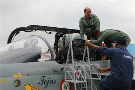 तेजस उड़ाने वाले पहले रक्षा मंत्री बने राजनाथ सिंह