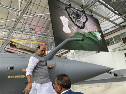 नींबू-नारियल-तिलक-ओम और रक्षा सूत्र...राजनाथ सिंह ने ऐसे की राफेल के...