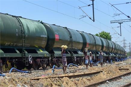 चेन्नई की प्यास बुझाने के लिए ट्रेन से पहुंचा पानी
