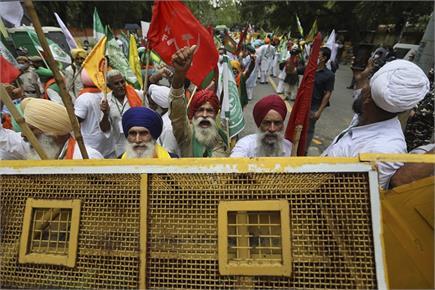दिल्ली: कृषि कानून के खिलाफ किसानों का जंतर-मंतर पर प्रदर्शन,...