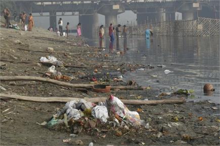 दिल्लीः छठ पूजा के दौरान यमुना घाट का ऐसा था नजारा, सफाई करने पहुंचे...
