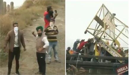 PICS: दिल्ली कूच करने जा रहे किसानों ने तोड़े बैरिकेट्स, पुलिस पर...