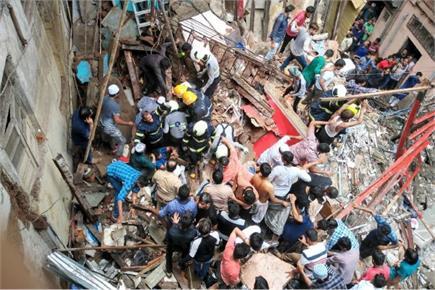 मुंबई: एक पल में धड़ाम से गिरी चार मंजिला इमारत