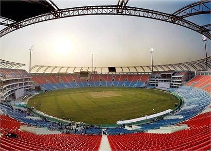 24 साल बाद होगा लखनऊ में मुकाबला, देखें सुंदर सजा स्टेडियम