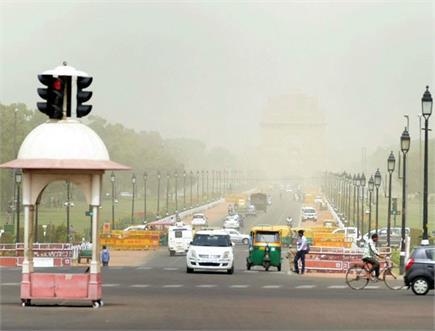 आंधी भरी धूल से परेशान हुए लोग, चंडीगढ़ में विमानों की उड़ान पर लगा...