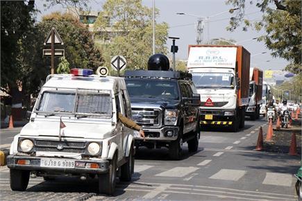 प्लेन से भारत पहुंची ट्रंप की पॉवरफुल कार और 200 सुरक्षाकर्मी