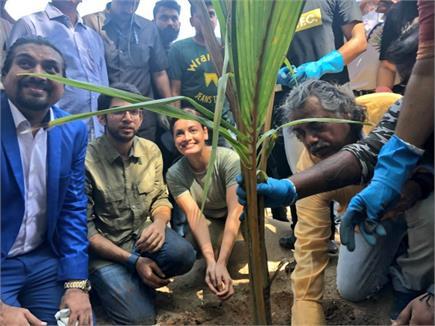 Earth Day: आदित्य ठाकरे के साथ दीया मिर्जा ने की दादर बीच की सफाई,...