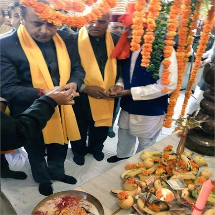 सोलन के वाल्मीकि मंदिर में CM जयराम ने नवाया शीश (PICS)